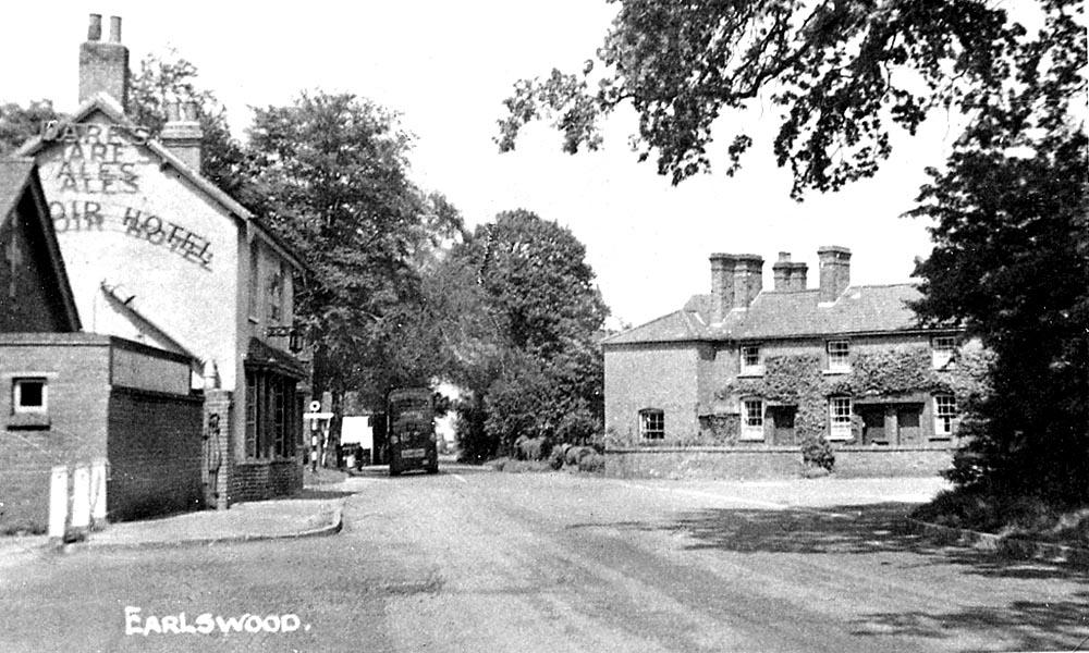 1104 Earlswood - Reservoir Hotel & Cross Roads.jpg